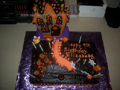 Scary Adult Haunted House Ideas http://www.easy-party-ideas-and-games.com/halloween-cake-spooky-scene.html