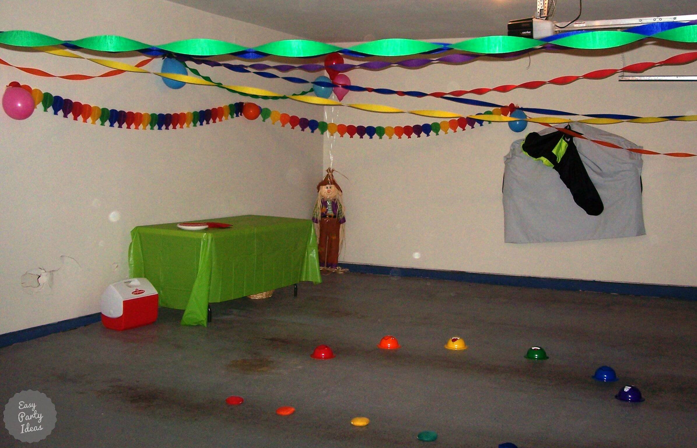 Garage decorated for a Wizard of Oz Party